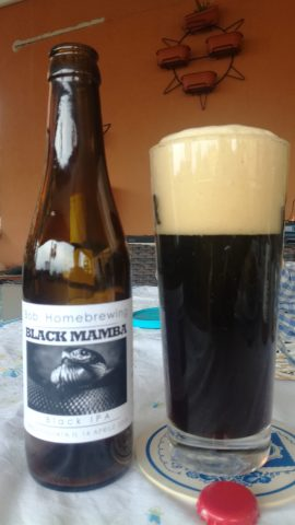 """L'assaggio della black IPA """"Black Mamba"""""""
